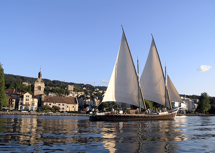 La barque La Savoie devant Evian-les-Bains