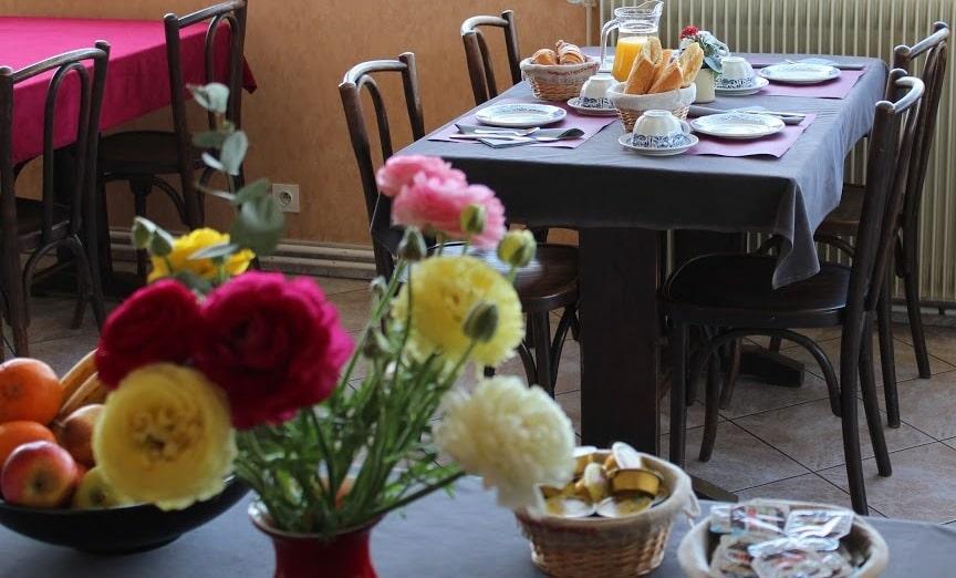Le service petit déjeuner de l'Hôtrl Evian Express